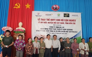 HDBank tặng 600 thẻ bảo hiểm y tế cho bà con Bến Tre