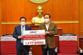 HDBank trao 1,5 tỷ đồng hỗ trợ tỉnh Hải Dương phòng, chống dịch COVID-19