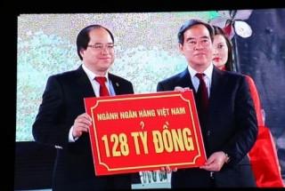 Thống đốc Nguyễn Văn Bình trao tặng 128 tỷ đồng an sinh xã hội cho Tây Bắc