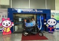 Shinhan Bank trao thưởng cho khách hàng