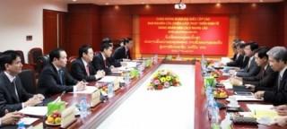 Trưởng Ban Kinh tế Trung ương hội đàm với Ban nghiên cứu phát triển kinh tế Lào