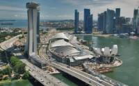Singapore tiếp tục rơi vào giảm phát