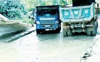 Lại xe ben gây ô nhiễm môi trường