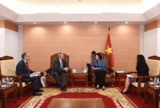 Phó Thống đốc Nguyễn Thị Hồng tiếp Chủ tịch Ngân hàng Interstate Bank