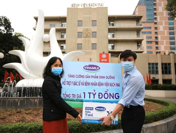 Vinamilk tăng cường hỗ trợ dinh dưỡng cho bác sĩ bệnh viện Bạch Mai
