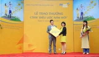 PVcomBank trao thưởng cho khách hàng