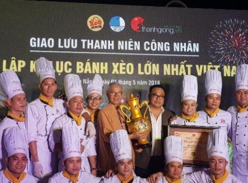 """Bánh xèo """"khủng"""" nhất Việt Nam"""