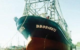 Tàu cá vỏ thép nằm bờ, bao giờ lại ra khơi?