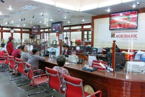 Agribank hoàn tất việc hoàn trả tiền cho 12 chủ thẻ ATM