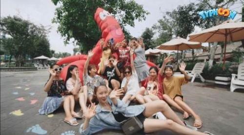 Du khách phấn khích tận hưởng tiệc hồ bơi cực chất tại Typhoon Water Park - 1