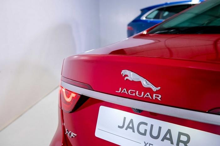 hai mau xe jaguar xf va jaguar f pace se chinh thuc ra mat vao ngay 185