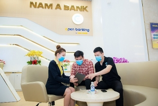 """Ngồi nhà giao dịch,  nhận """"mưa"""" ưu đãi từ Open Banking"""