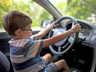 Giải đáp về xử phạt lỗi lái xe khi chưa đủ tuổi