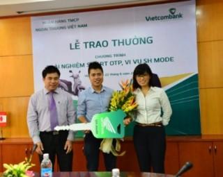 Vietcombank trao tặng xe SH cho khách hàng