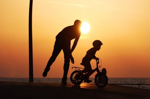 Tại Việt Nam, 40% số trẻ 3-4 tuổi không được chơi cùng bố