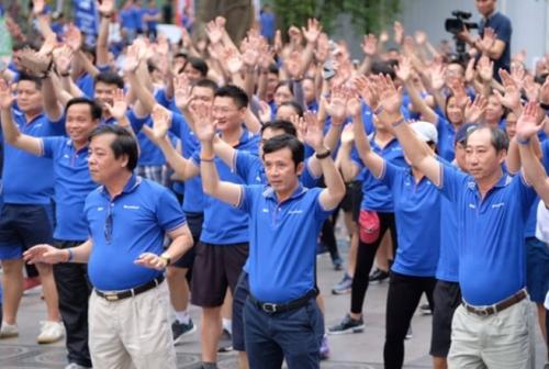 Phó Thống đốc dự Lễ phát động giải chạy bộ Ngày không tiền mặt