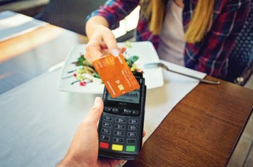 Sacombank sẽ hoàn 20% giá trị hóa đơn cho khách chi tiêu qua thẻ