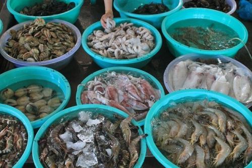 Nỗi lo hải sản rớt giá