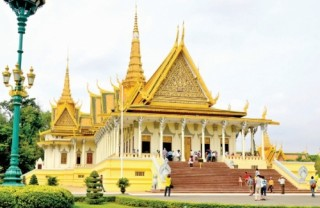 Du lịch hè Campuchia quen mà lạ