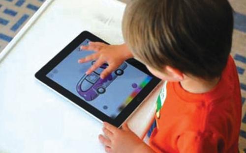 Cho trẻ em sử dụng smartphone: Lợi bất cập hại
