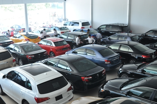 Ô tô đồng loạt giảm giá trong tháng 7