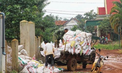 Lỗ hổng quản lý vật tư nông nghiệp