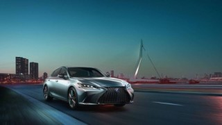 Lexus ES 2019 chốt giá bán từ khoảng 920 triệu đồng