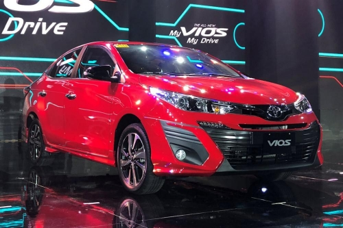 Toyota giảm giá Vios và hỗ trợ phí trước bạ khi mua Corolla Altis