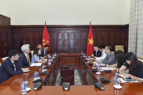 Phó Thống đốc NHNN Đoàn Thái Sơn tiếp Chủ tịch Tập đoàn tài chính Daegu Bank