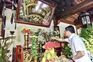 Ngành Ngân hàng dâng hương tưởng niệm các anh hùng liệt sĩ tại Quảng Bình và Hà Tĩnh