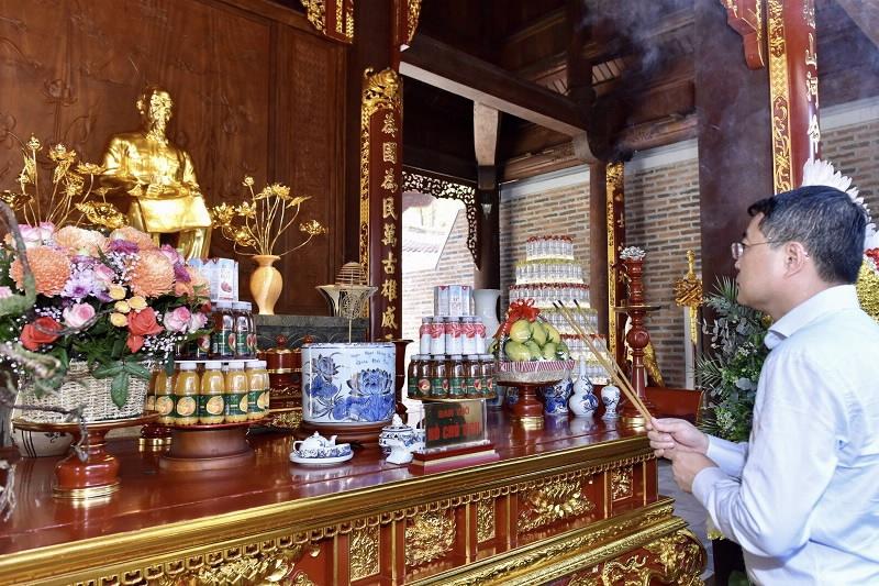 Ngành Ngân hàng dâng hương tri ân các anh hùng liệt sĩ tại Nghệ An