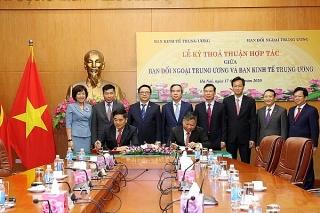 Ban Kinh tế Trung ương và Ban Đối ngoại Trung ương ký Thoả thuận hợp tác
