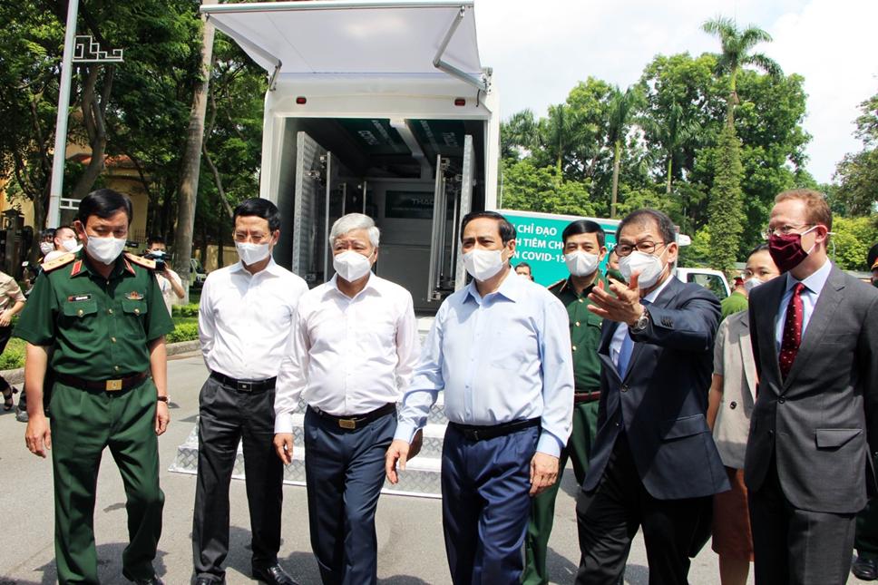 THACO trao 126 xe chuyên dụng phục vụ chống dịch