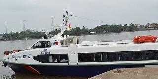 Vận chuyển hàng hóa thiết yếu bằng tàu cao tốc từ miền Tây về TP. HCM