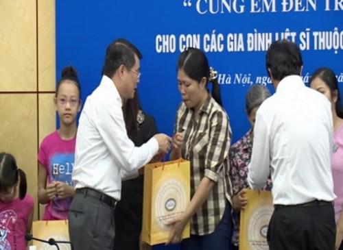 Ngành Ngân hàng tặng học bổng cho con của các liệt sỹ tổ bay CASA 212