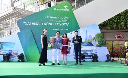 """Vietcombank: Trao thưởng chương trình """"Xài Visa – Trúng Toyota"""""""