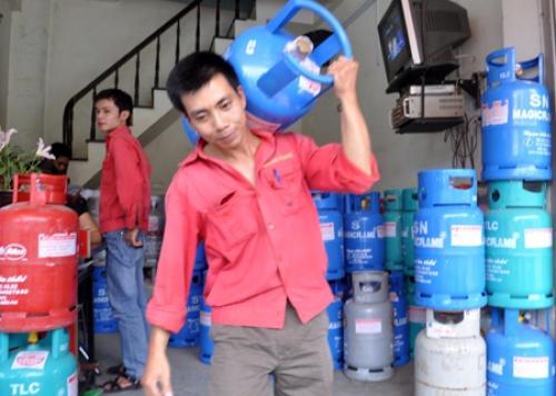 Giá gas tháng 8 tăng 11.000 đồng/bình 12kg