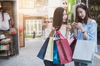 Người Việt sử dụng truyền thông để mua sắm