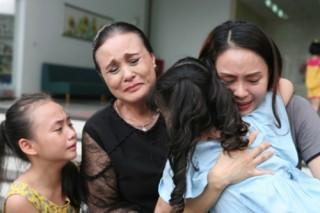 """Phim """"Hoa hồng trên ngực trái"""": Câu chuyện đa chiều về cuộc sống gia đình"""