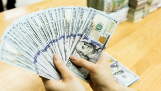 Tính lại chính sách quản lý dòng vốn ra nước ngoài