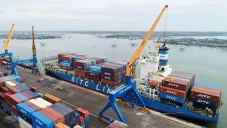 Tàu container có tải trọng lớn nhất từ trước đến nay cập cảng Chu Lai