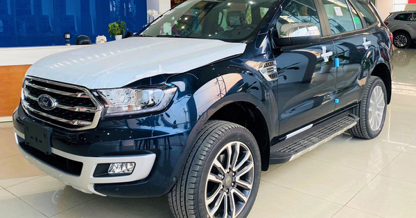 ford everest giam 200 trieu dong