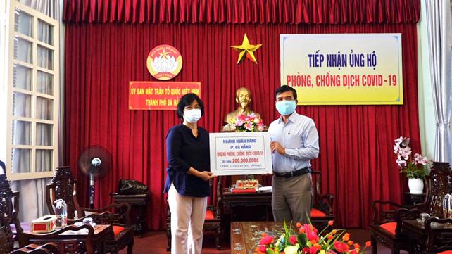 Ngành Ngân hàng Đà Nẵng ủng hộ 200 triệu đồng chung tay phòng chống dịch Covid-19