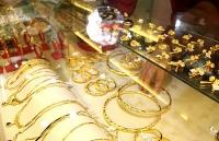 Thị trường vàng 14/8: Bạc xanh suy yếu đẩy vàng đi lên