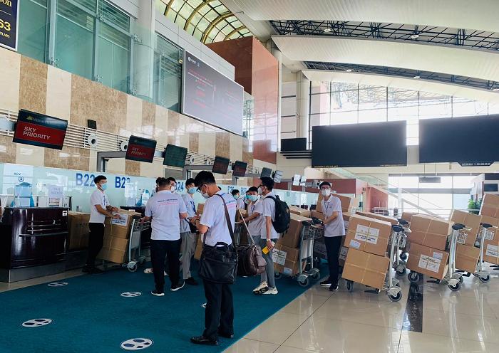 Vietnam Airlines tiếp tục vận chuyển y bác sĩ từ 4 tỉnh, thành hỗ trợ TP. HCM