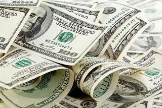 Tỷ giá ngày 26/8: Ngân hàng giảm giá mua - bán bạc xanh