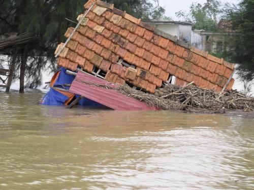 Ngành Ngân hàng hỗ trợ 6 tỷ đồng cho các tỉnh miền Trung chịu thiệt hại do cơn bão số 10