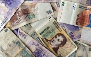 Argentina tiếp tục tăng lãi suất