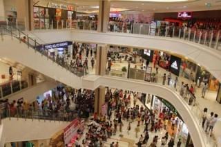 Trung tâm mua sắm quá tải, chợ ế ẩm