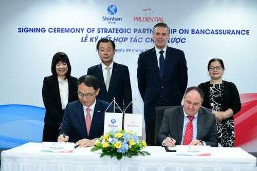 Ngân hàng Shinhan và Prudential Việt Nam ký kết hợp tác chiến lược dài hạn